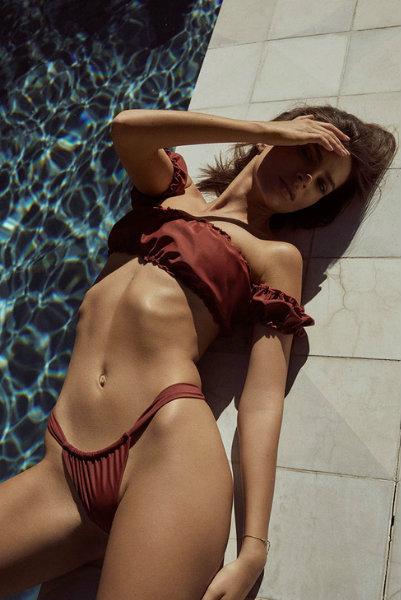 Emily Ratajkowski inamorata swimsuit - 5