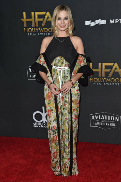 margot-robbie-louis-vuitton-dress-spring-2018-at-21st-annual-hollywood-film-awards