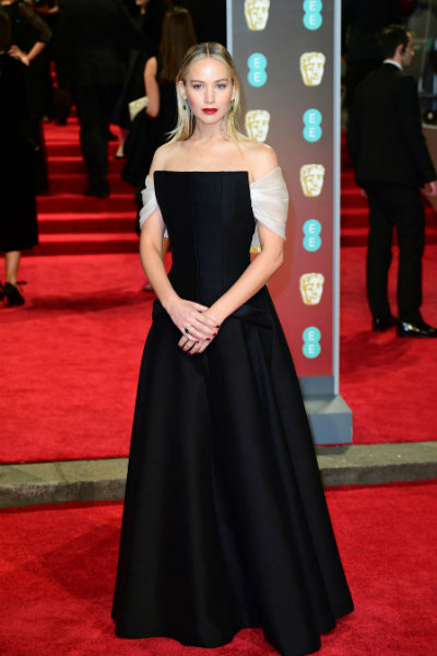 9_jennifer lawrence BAFTA 2018 red carpet dior couture